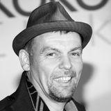"""2. September 2019: Tom Zickler (55 Jahre)  Tom Zickler zählte zu einem der größten Produzenten der deutschen Filmlandschaft. Zusammen mit TilSchweigerhat er viele erfolgreiche Filme wie """"Keinohrhasen"""" oder """"Kokowääh"""" produziert. Nach kurzer, schwerer Krankheit ist er im Alter von nur 55 Jahren verstorben."""