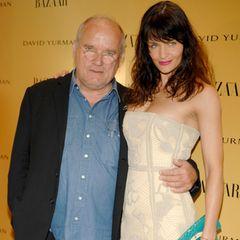 """Auf dem roten Teppich der """"Harper's Bazaar""""-Party anlässlich seines Filmes """"Everywhere At Once"""" posiert Lindbergh 2008 mit Helena Christensen."""