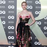 Elle Fanning sorgt für rosige Aussichten auf dem Red Carpet: Die Schauspielerin sorgt mit ihrem Kleid von Dolce & Gabbana für einen Prinzessinnen-Moment und präsentiert sich stilvoll und grazil.