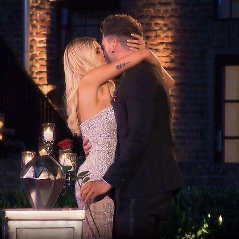 """Happyend! Leidenschaftlich küssen sich Gerda und Keno, das """"Bachelorette""""-Traumpaar 2019"""