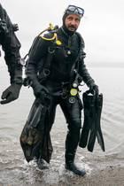 Zusammen mit der Umweltschutzorganisation WWF taucht Prinz Haakon nach Plastikmüll.