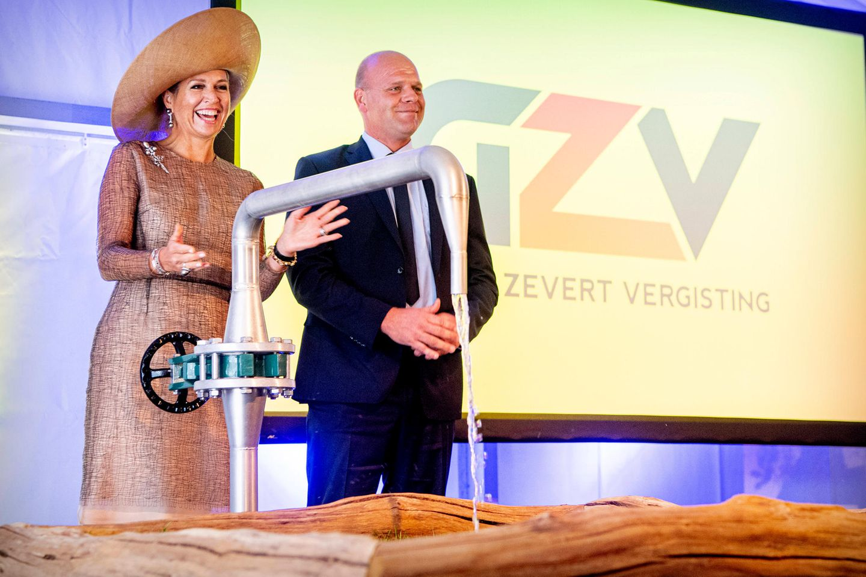 Königin Máxima eröffnet in Beltrum eine Bio-Aufbereitungsanlage für Mineralstoffe.