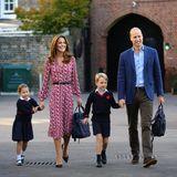 Prinzessin Charlotte wird von Papa William, Mama Kate und Bruder George zur Thomas's Battersea Schule