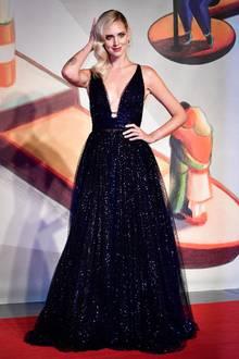 """Chiara Ferragni stellt auf den 76. Filmfestspielen in Venedig ihre Dokumentation """"Unposted"""" vor. Sie trägt eine tief ausgeschnittene Robe von Dior."""