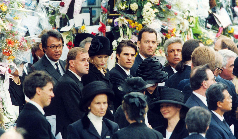 Prinzessin Diana pflegte Beziehungen in alle gesellschaftlichen Bereiche - auch in die des Showbiz'. Und so sind auch Tom Cruise und Nicole Kidman (daneben wieder Tom Hanks) nach London gereist, um der Prinzessin ihre letzte Ehre zu erweisen.