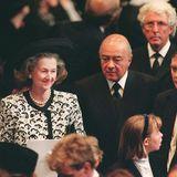 Raine Spencer, Dianas Stiefmutter, an der Seite vonMohamed Al-Fayed, dem Vater von Dianas letztem Lebensgefährten Dodi Al-Fayed, in der Westminster Abbey.