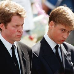 """Dem damals erst 15-Jährigen William steht die Trauer ins Gesicht geschrieben. Über den Moment, als er vom Tod seiner Mutter erfuhr, sagter 2017 in der """"BBC""""-Doku """"Diana, 7 Days"""": """"Ich erinnere mich, dass ich mich völlig taub, desorientiert und schwindlig fühlte - ich fühlte mich sehr, sehr verwirrt. Und dufragstdich die ganze Zeit: 'Warum ich? 'Warum? Was habe ich getan, warum ist uns das passiert?'"""