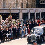 Nach dem etwa 50-minütigen Gottesdienst wird eine Schweigeminute abgehalten. Anschließend wird Dianas Leichnamnach Althorp gebracht wird, dem Anwesen ihrer Familie in Northamptonshire. Dort wird die Königin der Herzen später im engsten Familienkreis auf einer Insel in einem kleinen See beigesetzt werden.