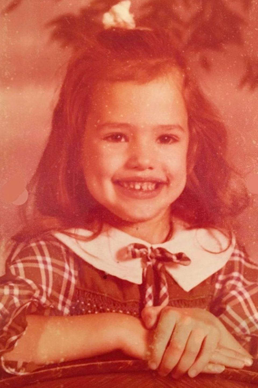 Jennifer Garner  Mit diesem charmanten Kinderfoto teilt Jennifer Garner eine kleine Anekdote auf Instagram: Nach sechs Jahren Geigen-Unterricht war sie immer noch so schlecht, dass ihr ihre Mutter 5$ bot, wenn sie endlich damit aufhöre. Auch wenn aus der kleinen Jennifer kein Geigen-Star wurde, appeliert die Schauspielerin an das Recht auf Bildung und die Förderung junger Frauen weltweit.