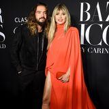 Gemeinsam mit Ehemann Tom Kaulitz besucht sie das hochkarätige Event in New York. Der setzt - wie so oft - auf einen schlichten, schwarzen Look.