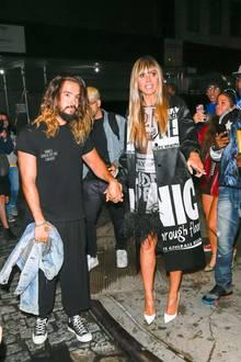 Heidi Klum kommt zusammen mit Ehemann Tom Kaulitz bei der Fashion Show von Jeremy Scott in New York an. Der Musiker und das Model sind den Trubel um ihre Person gewohnt - Fotografen und Fans belagern das frisch verheiratete Paar.
