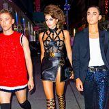 Endlich 18! Topmodel Kaia Gerber feiert ihren Geburtstag, und das anscheinend unter dem Motto Fashion-Ikonen. Den sexy Versace-Look hat nämlich schon ihre Mutter und Supermodel Cindy Crawford getragen.