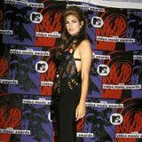 Kaias Mama Cindy war diejenige, die diesen nur ganz leicht variierendenKorsagen-Lookbei den MTV Video Music Awards im September 1992 präsentierte,allerdings mit langem Rock, deswegen aber nicht weniger sexy.