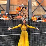 6. September 2019  Was für ein Empfangskomitee! Jessica Biel freut sich, mal wieder beim Filmfestival in Toronto zu sein und wird von einer ganzen Mannschaft Bauarbeiter auch gebührend willkommen geheißen.