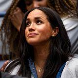 Herzogin Meghan reiste allein nach New York um beim Finale der US Open ihre Freundin Serena Williams zu unterstützen.Ehemann Harry ließ sie für ein paar Tage mit Baby Archie zuhause in London - wahrscheinlich zum ersten Mal - bei sich trug sie ihn trotzdem...