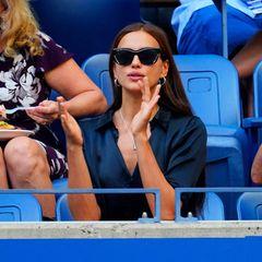 Gewohnt stilvoll feuert Topmodel Irina Shayk die Spieler auf dem Court an.