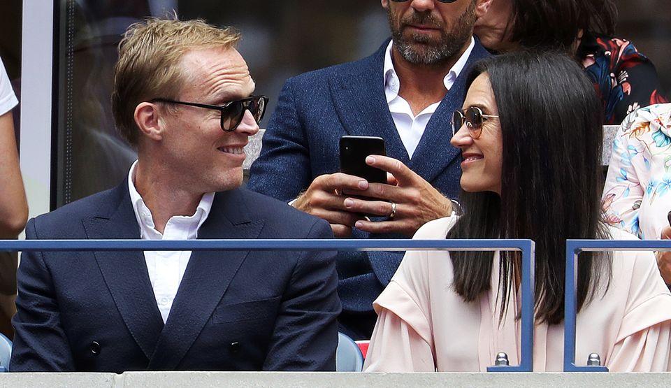 Paul Bettany und Ehefrau Jennifer Connelly haben sichtlich Spaß auf der Tribüne im Arthur Ashe Stadion.