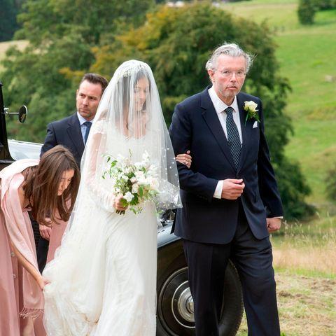 In einem Traum von Weiß heiratete Lucy Rausing ihrenConstantin Kirwan-Taylor.