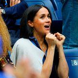 Herzogin Meghan ist aus London angereist, um ihre langjährige Freundin Serena Williams in diesem großen Moment anzufeuern. Bei dem spannenden Match hält es Meghan kaum noch in ihrem Sitz.