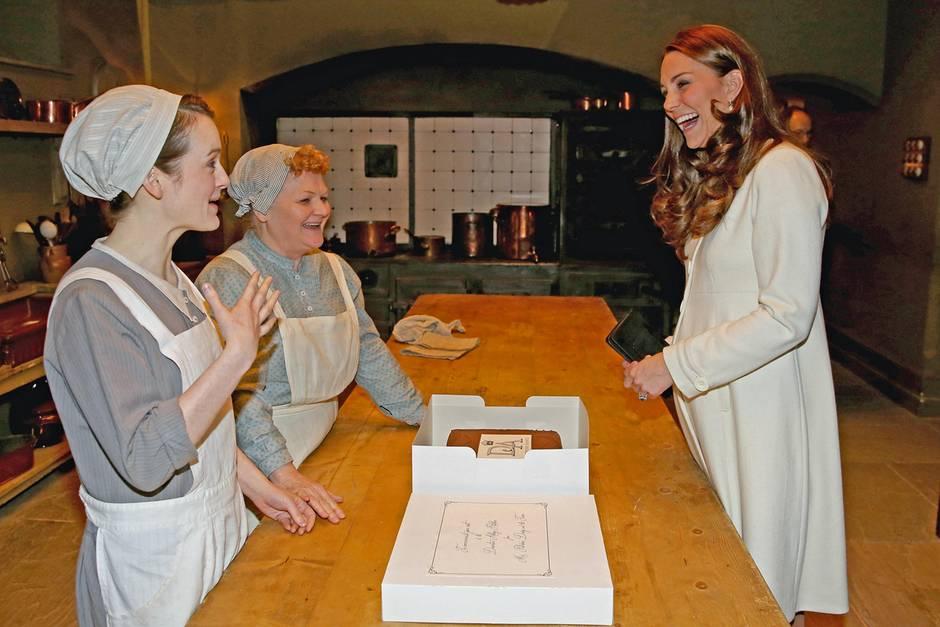 "Sopie McShera,Lesley Nicol +Herzogin Catherine am Set von ""Downton Abbey"""