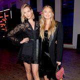 Models unter sich: Karlie Kloss und Romee Strijd posieren strahlend für die Fotografen.