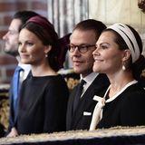 In der Schlosskirche nehmen Daniel und Victoria nehmen Carl Philip und Sofia Platz.