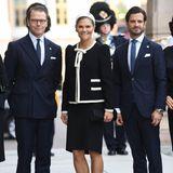 Prinz Daniel, Prinzessin Victoria und Prinz Carl Philip lächeln in die Kamera.