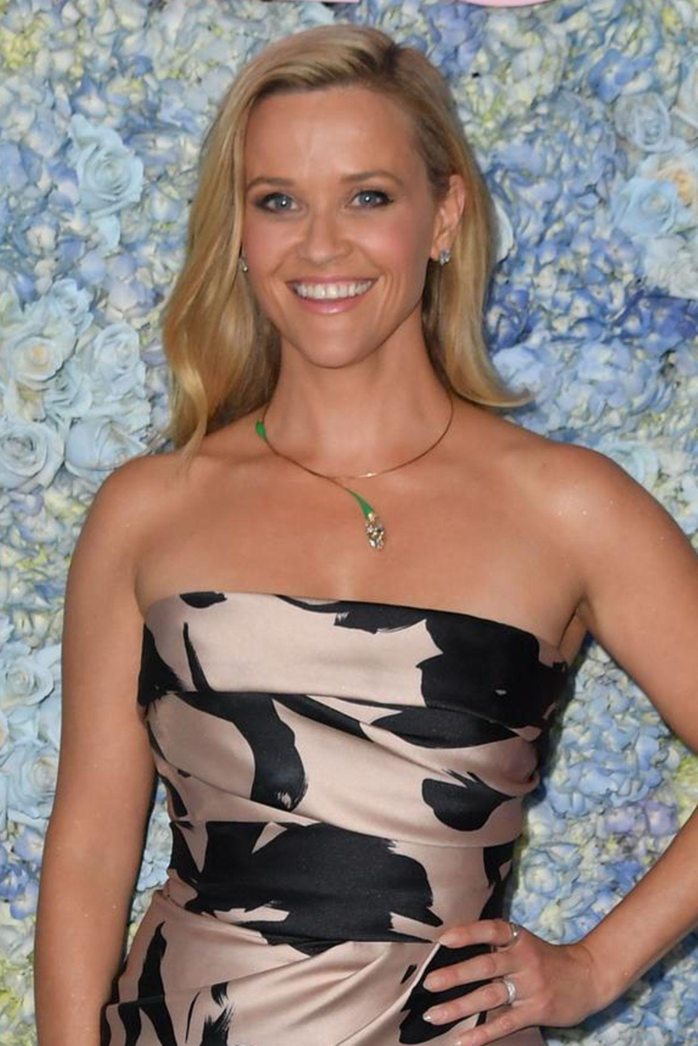 """Strahlendes Blond – das war zumindest viele Jahre Reeses Beauty-Kennzeichen. Auch, weil sie vor fast 20 Jahren durch ihre Hauptrolle in """"Natürlich Blond"""" berühmt wurde…"""