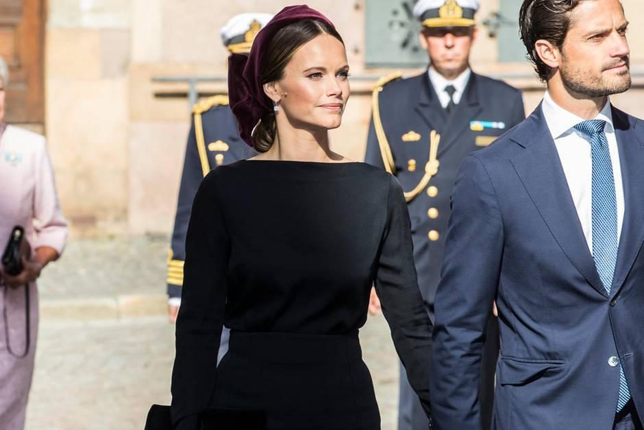Mit ihrem schwarz-dunkelroten Look erfüllt Prinzessin Sofia von Schwedennicht die Anforderungen des Protokolls.