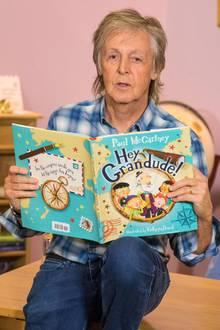 """Paul McCartney hat ein illustriertes Kinderbuch veröffentlicht. In """"Hey Grandude!"""", was soviel heißt wie """"HeyOpi!"""", erzählt dereinstige BeatleFamiliengeschichten -auch aus eigener Erfahrung als Opa."""
