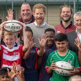 """12. September 2019  Im Rahmen der """"All Schools"""" Initiative besucht Prinz Harry die Lealands Schule in Luton, England. Harry ist Schirmherr der""""Rugby Football Union"""", die dieses Programm fördert."""