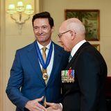"""13. September 2019  Schauspieler Hugh Jackman wird in Melbourne von Genrealgouverneur David Hurley für seinen Kampf gegen Armut mit dem Verdienstorden """"Order of Australia"""" geehrt."""