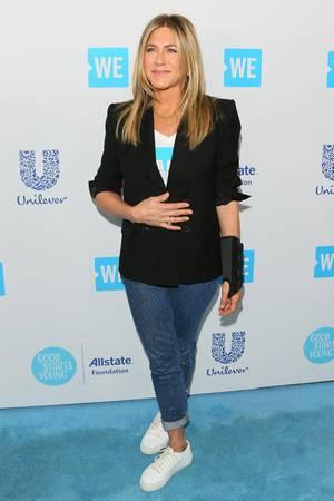 Jennifer Aniston auf dem Red Carpet - mit Bandage