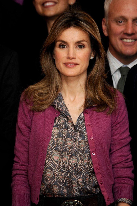 Mai 2010  Mit einem Mittelscheitel und dezentem Make-up erscheint die damalige Prinzessin auf derGlobal Executive MBA in Madrid.