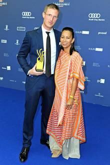 13. September 2019  Auch Golo Euler, hier mitMinh-Khai Phan-Thi, kann sich über seinen Schauspielpreis freuen.