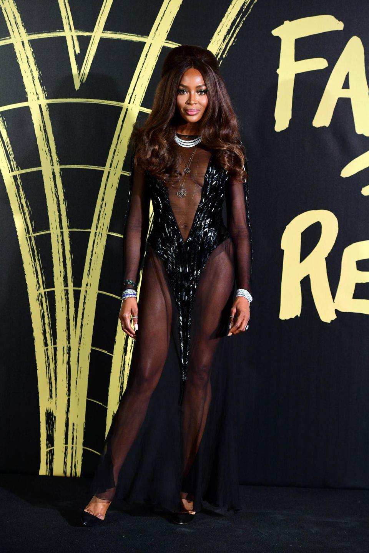 Auch Gastgeberin und Topmodel Naomi Campbell gibt durch ihr transparentes Kleid tiefe Einblicke. Ebenfalls ein besonderer Hingucker: Naomis Löwenmähne.