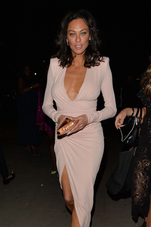 """Lilly Becker besucht das Event """"Fashion for Relief"""" im British Museum in London in einem cremefarbenen Kleid mit Wickeloptik und sexy Beinschlitz."""