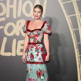 Lady Kitty Spencer setzt für die Londoner Fashion-Week auf eine Kreation des italienischen Modeunternehmens Dolce & Gabbana. Mit Puffärmeln und Blumenmuster zählt sie zu den Fotografen-Lieblingen des Abends.