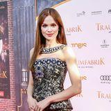 Emilia Schüle ist für ihre glamourösen Red Carpet-Auftritte bekannt, ihre Mega-Mähne setztsie immer gekonnt in Szene – bis jetzt…