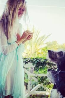 """Na, wer würde denn da nicht gehorchen? Anders als bei """"Germany's Next Topmodel"""" gibt es hier für jedes fellige Familienmitgliedeine Belohnung von Hunde-Mama Heidi."""