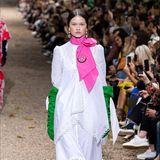 Herzogin Catherine trug bereits mehrfach die Kreationen des 42-Jährigen Modeschöpfers. Gut möglich also, dass wir sie in naher Zukunft ebenfalls wieder in einer seiner großartigen Kleider sehen werden.