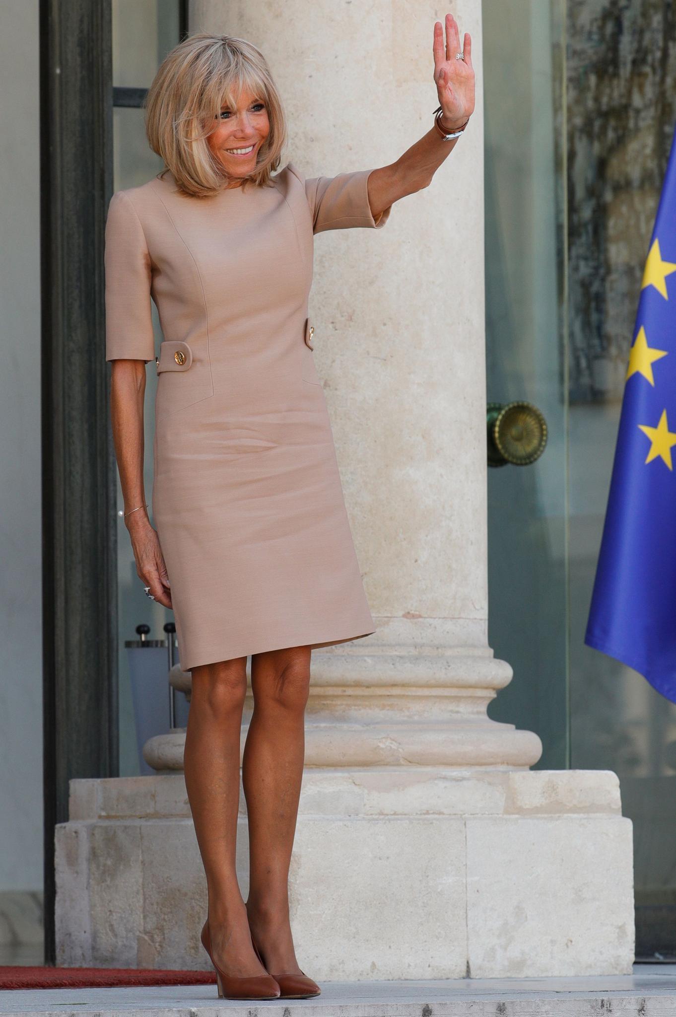 Brigitte Macron: Brigitte Macron im rosa Kleid