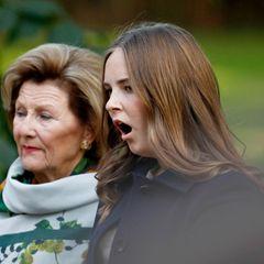 Noch etwas verschlafen erscheint Prinzessin Ingrid Alexandra von Norwegen in BegleitungvonOma Königin Sonja zu den Feierlichkeiten zurFertigstellung des nach ihr benannten Skulpturenparks in Oslo.