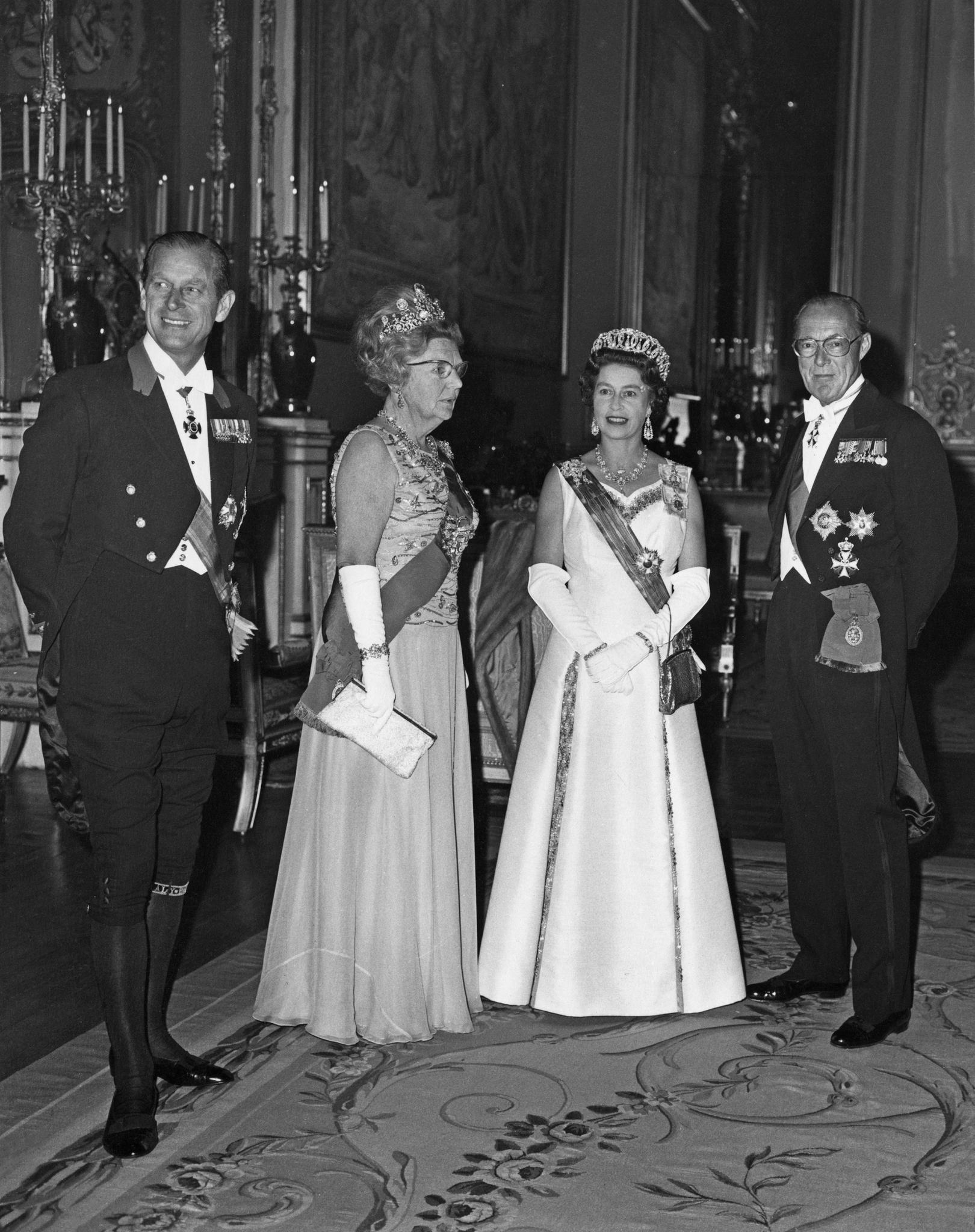 PrinzPhilip, KöniginJuliana der Niederlande(1909-2004), Queen Elizabeth und PrinzBernhard der Niederlande(1911-2004) vor einem Staatsbankettauf Schloss Windsor am 11. April 1972.