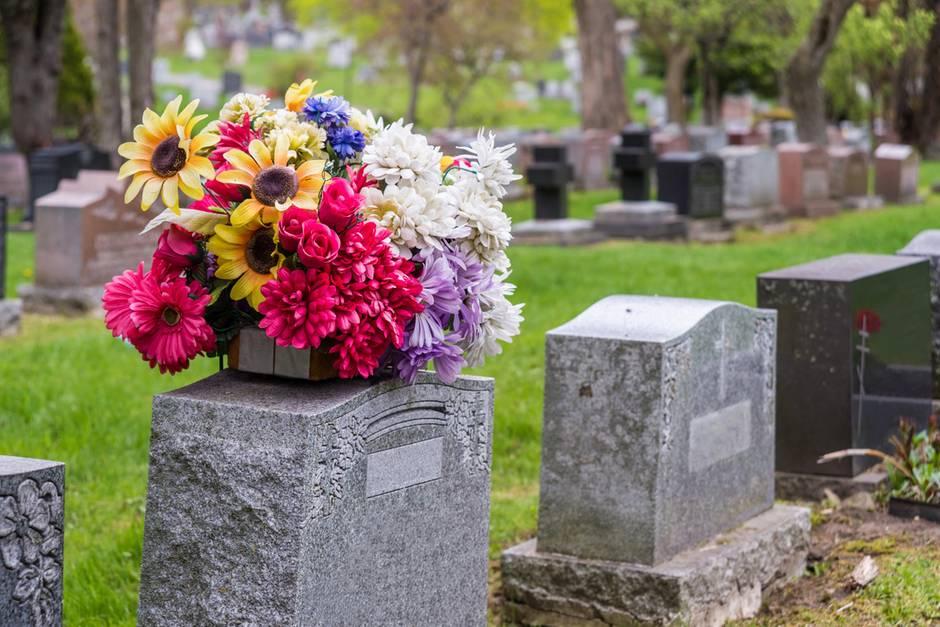 FamilieMikhailovna hat einen Fremden beerdigt (Symbolbild)