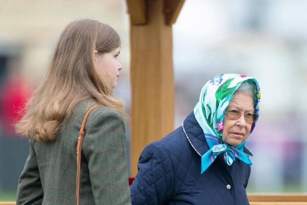 """Lady Louise Windsor und Queen Elizabeth bei der """"Royal Horse Show"""" um Schloss Windsor im Mai 2018."""