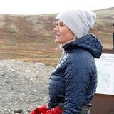 Die norwegische Kronprinzessin hält einen Moment inne und lässt die Umgebung auf sich wirken.