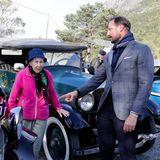 Vor der Abreise nach Bismoschaut sich Haakon noch die Autos vom Jotunheimen Oldtimer Club an.