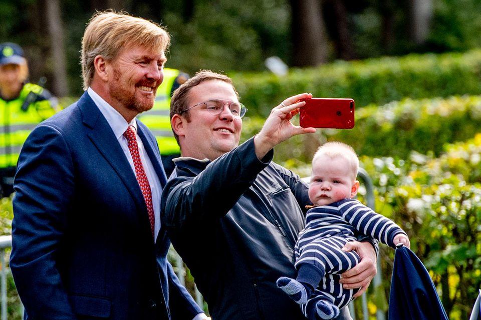 Auch für Selfies steht der König gerne bereit.