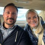 17. September 2019  Prinzessin Mette-Marit teilt dieses persönliche Bild zum Anfang ihrer Reise durch die norwegische ProvinzOppland. Einfach sympathisch dieses royale Paar!